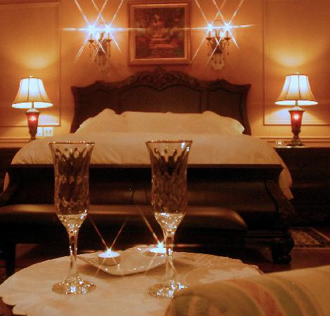 Rose Manor Inn: The Rose Room