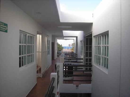 Hotel Xbulu-Ha: Back to Front