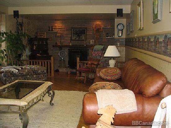 A la Claire Fontaine : Living Room