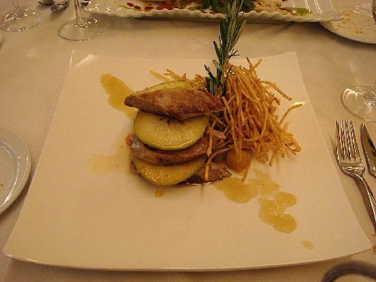 El Salsete: Pork tenderloin with apple and apricot puree