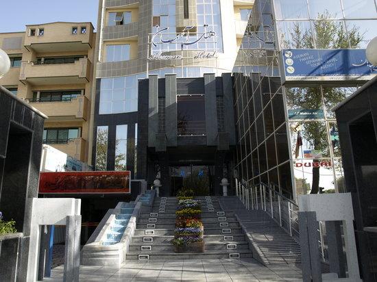 Aseman Hotel: outside