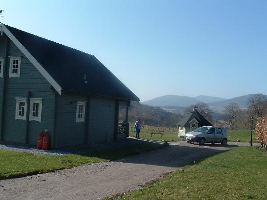 Parkmore Holiday Cottages : Isla Lodge and Barbecue Hut