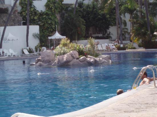 Las Hadas By Brisas: Renovated pool