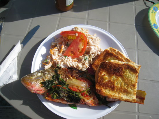 Femi's Cafe & Lounge: Dinner at Femi's - Whole Snapper