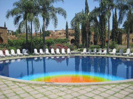 Mision del Sol Resort and Spa: The pool...only about four feet deep
