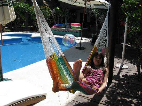 Cabañas Maria del Mar: pool with hammocks