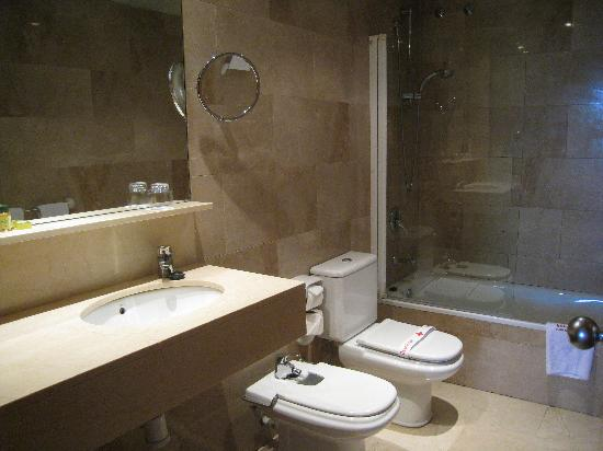 Hotel Aristol: Bathroom