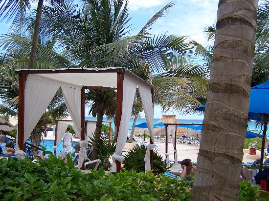 The Reef Playacar: Vue d'une table du snack bar