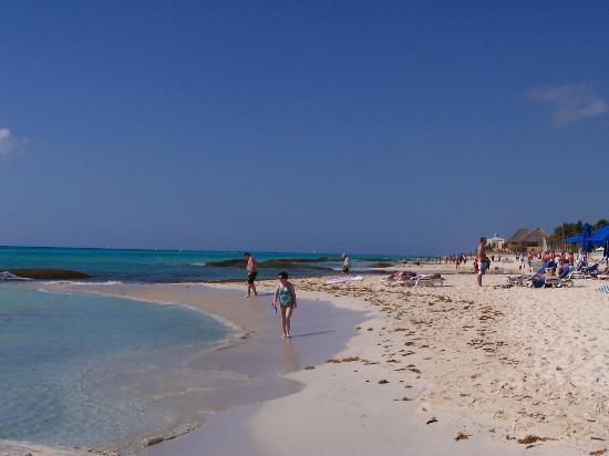 ذا ريف بلاياكار أول إنكلوسيف بيتش ريزورت: Vue de la plage vers la droite