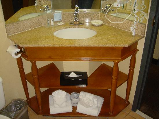 Country Inn & Suites By Carlson, Flagstaff : Small Bathroom counter.  But clean