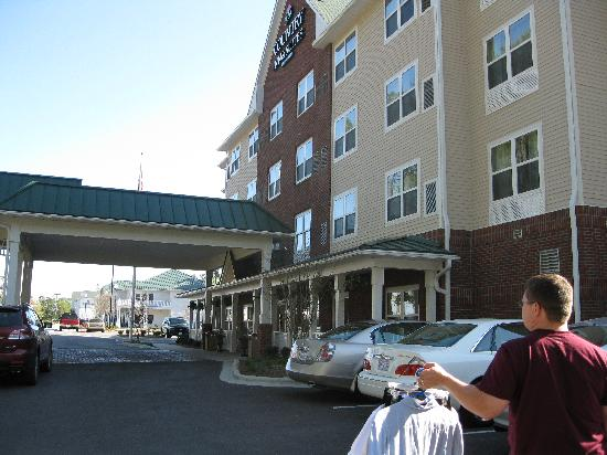 Country Inn & Suites By Carlson, Wilmington: front entrance