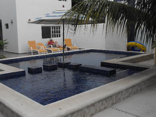 Villa Escondida Bed and Breakfast: lovely pool