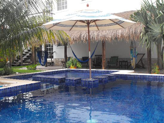 Villa Escondida Bed and Breakfast: rooms close to pool