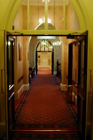 Macdonald Randolph Hotel: The hallway leading to our room