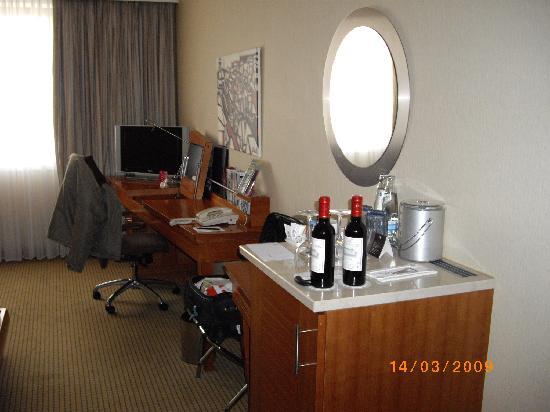 Hilton Prague: Executive-Zimmer - Arbeitsbereich