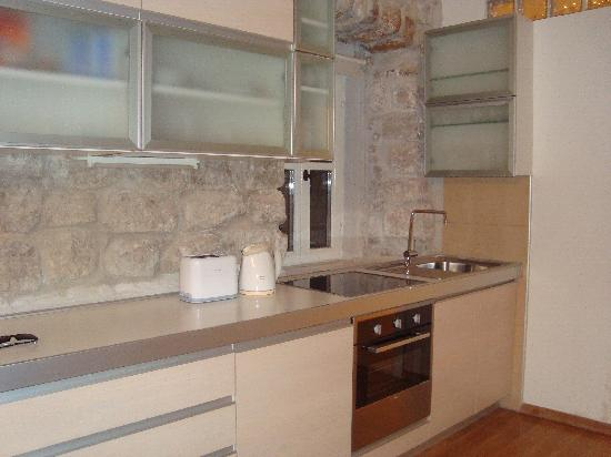 Dubrovnik Boutique Apartments : 3rd floor apt kitchen (identical to 2nd floor apt)