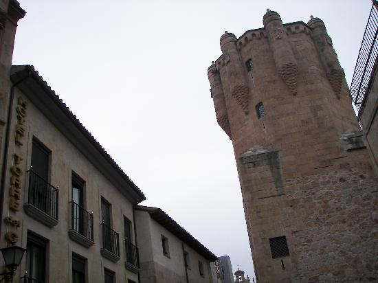 Hotel Torre del Clavero: Hotel Clavero de dia