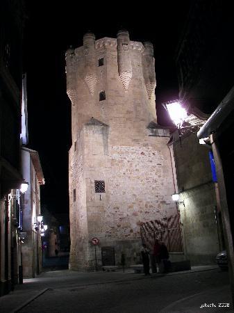 Hotel Torre del Clavero: Hotel Clavero de noche
