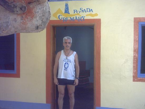 Posada Gremary: en la entrada de la posada