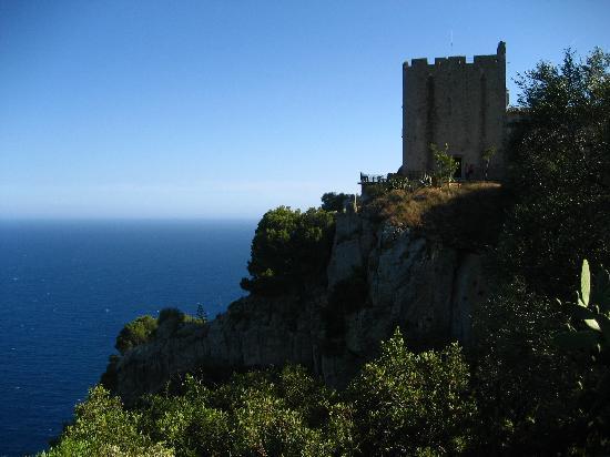 Hotel El Far de Sant Sebastia: Hotel El Far perch above the Mediterranean