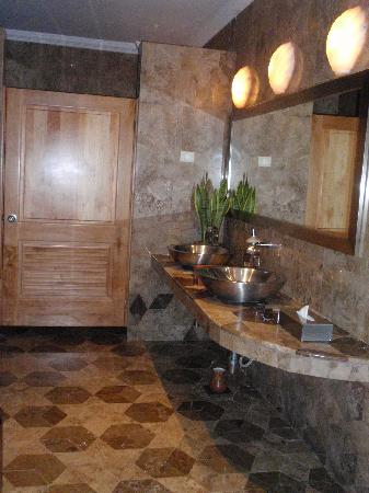 Iberostar Grand Hotel Paraiso: One of the many beautiful restrooms