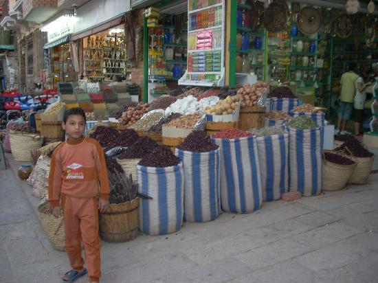 Sharia el Souk: A spice stall in the Souk