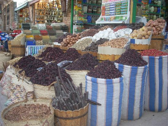 Sharia el Souk: More spices at the Aswan Market.