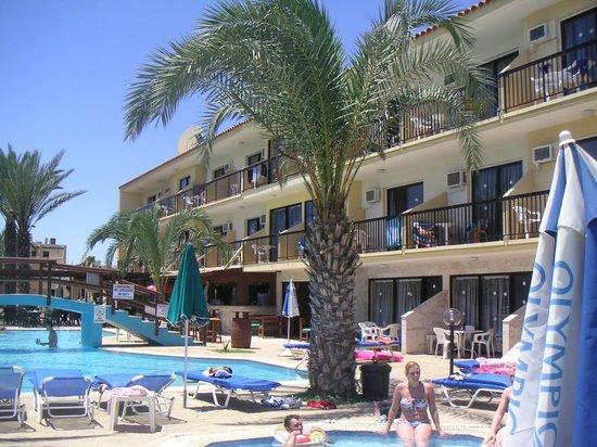 Simos Magic Beach Hotel Apartments: simos magic pool area