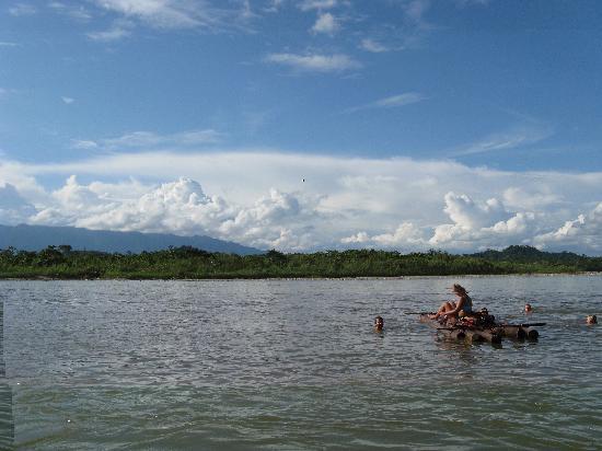 Misahualli, Ecuador: Radeau sur la rivière Napo