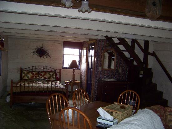 Log Cabin Guest House: first floor of the chetlain cabin