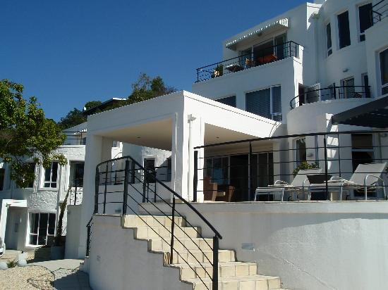 Villa Afrikana Guest Suites: Front view of Villa