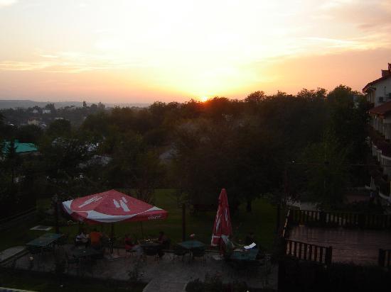 Little Texas Hotel : The sun sets over Little Texas