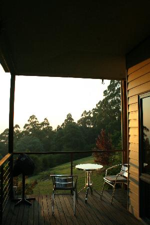 Lyrebird cottages: Balcony over the valley