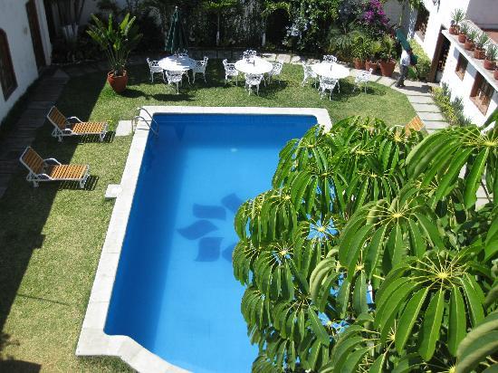 Casa de la Tia Tere : The pool area from an upper room