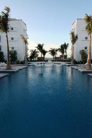 Gansevoort Turks + Caicos: The pool