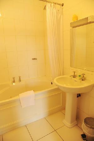 Aisling Guest House: Bathroom