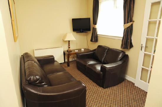 Aisling Guest House: TV Room in Apartment