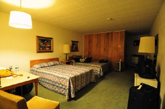 Moriarty, Nuevo Mexico: The room really isn't green  lol