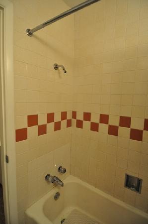 Sunset Motel: Shower