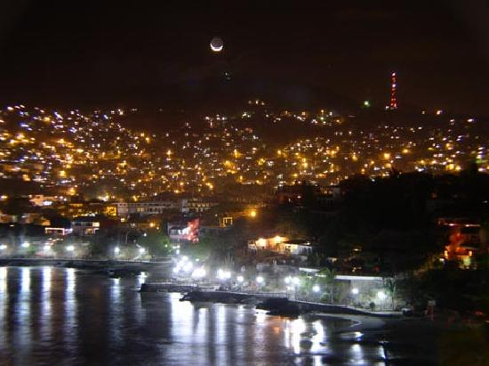Zihuatanejo, México: Crescent moon over downtown Zihua.