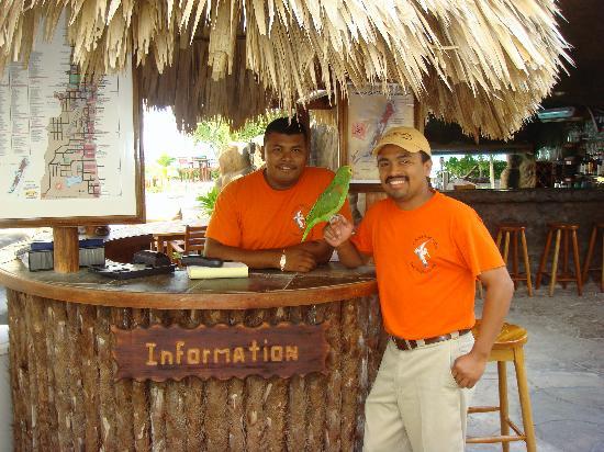 Pelican Reef Villas Resort: Cesar & Eliazar