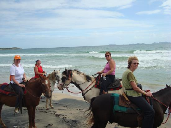 CabaCaribe Horseback Riding: Our group in the beach
