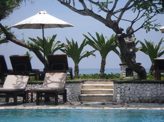 The Seminyak Beach Resort & Spa: pool looking out to the ocean