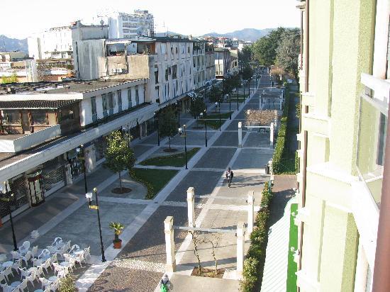 Hotel Terme Villa Pace: vista dall hotel sulla zona pedonale