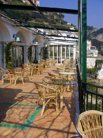 Santa Caterina Hotel: outdoor dining area