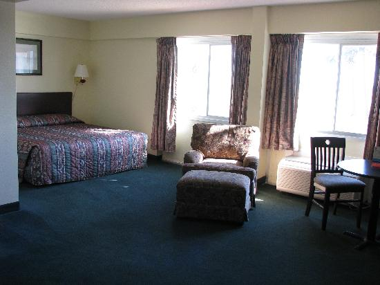 Super 8 Biloxi: the suite our VIP guest stayed in