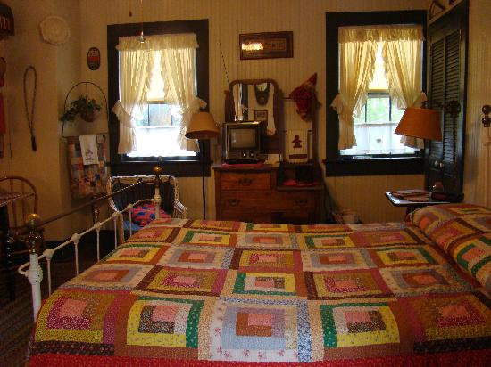 Country Victorian: Interior of suite, you can drive down to your room