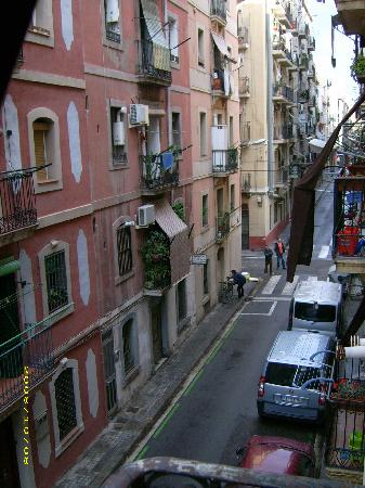 Banys de Mar - Apartamentos Barceloneta: Street below apartment