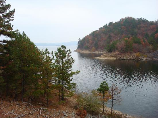 Beavers Bend Resort Park: Picture From The Dam