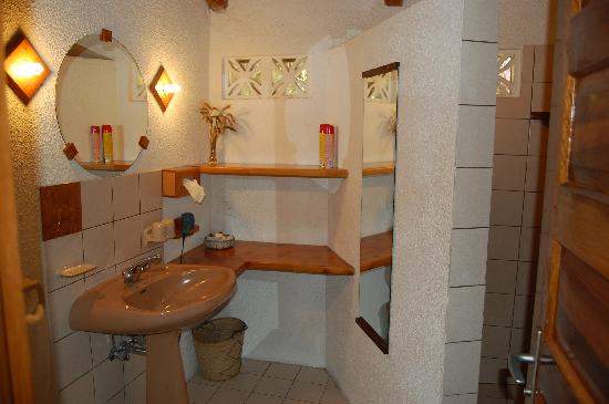 Dik Dik Hotel: Bathroom